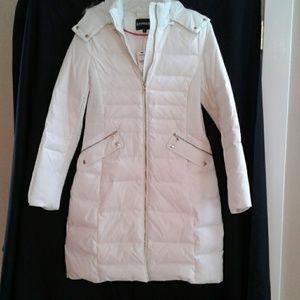 Express puffer coat white w/fur hood NWT size M